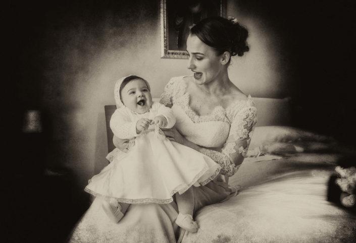 sposa con bambino foto Angelo Oliva