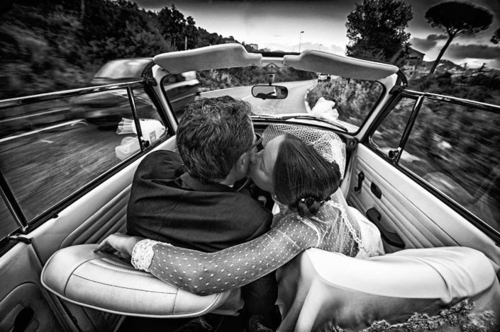 sposi in macchina A Oliva